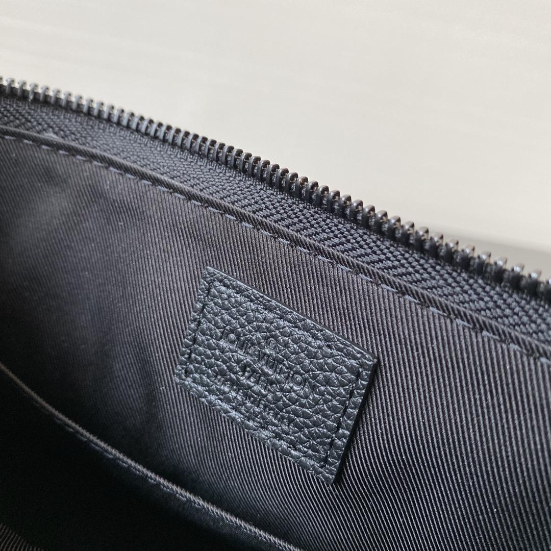 【¥950】2020春夏重磅设计三角包45078 牛皮压纹和立体植绒两款面料