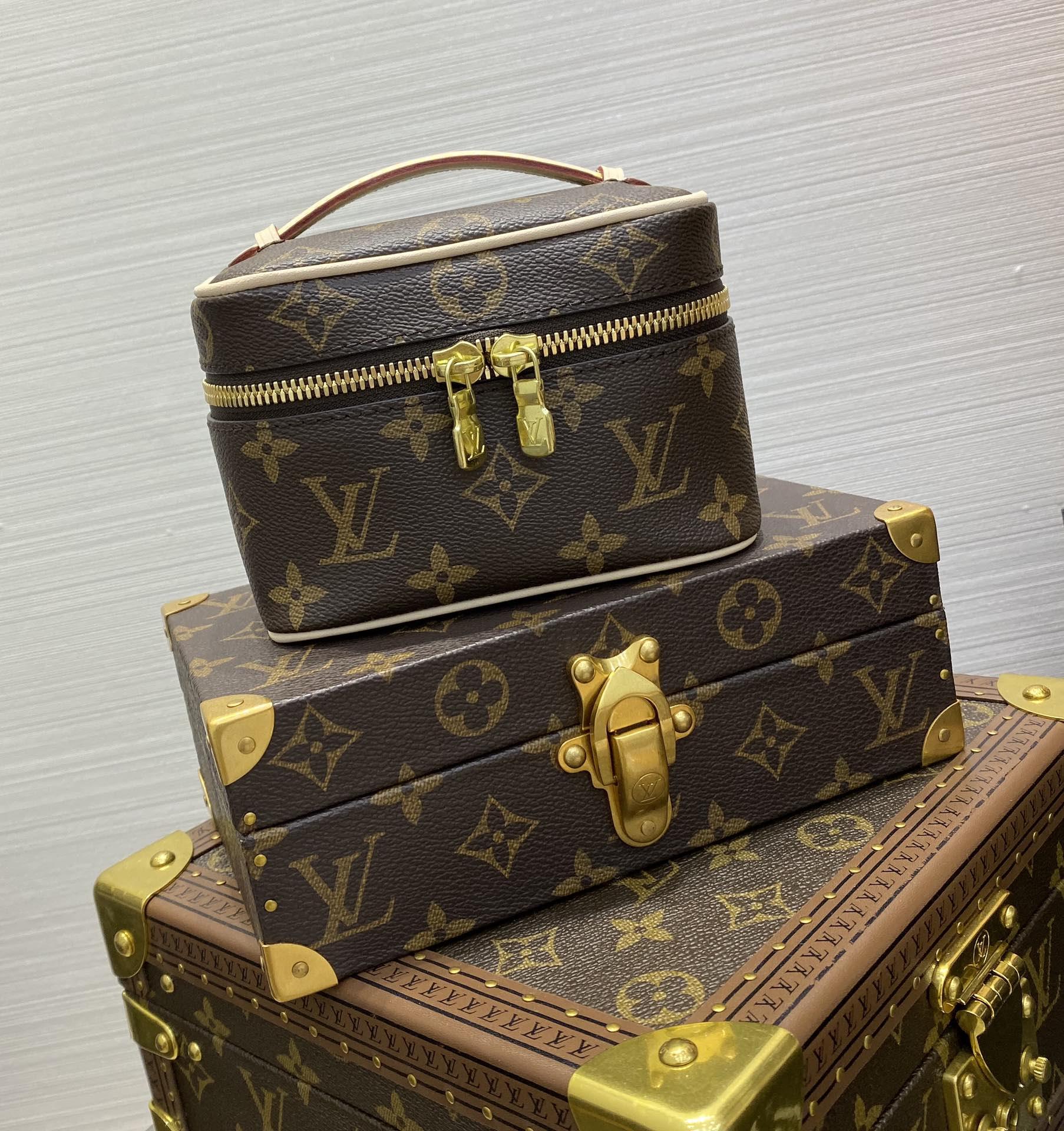 【¥550】驴家mini化妆包44936 太可爱了 搭上小链条又能背出街