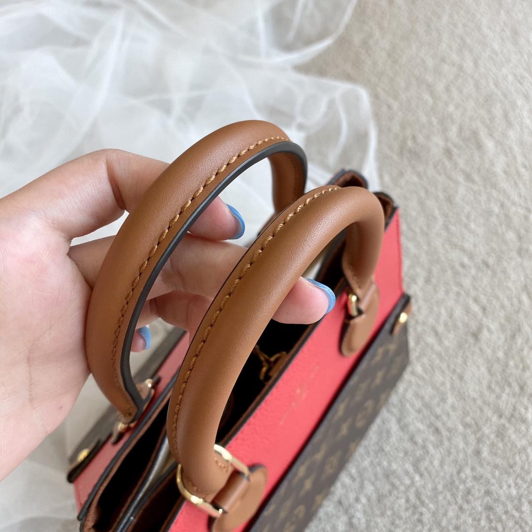 【¥1320】LV最新FOLDTOTE托特包45388 新颖且超级实用 两侧皮革部分可以折叠出不同造型