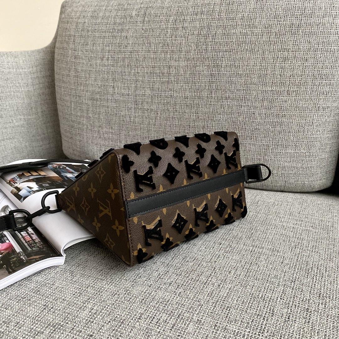【¥950】LV植绒系列三角包45078 2020春夏重磅设计 牛皮压纹和立体植绒两款面料