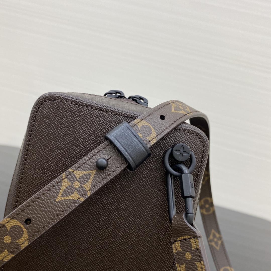 【¥690】LV秋冬秀场新款相机包30581 时尚帅气 爆款热卖