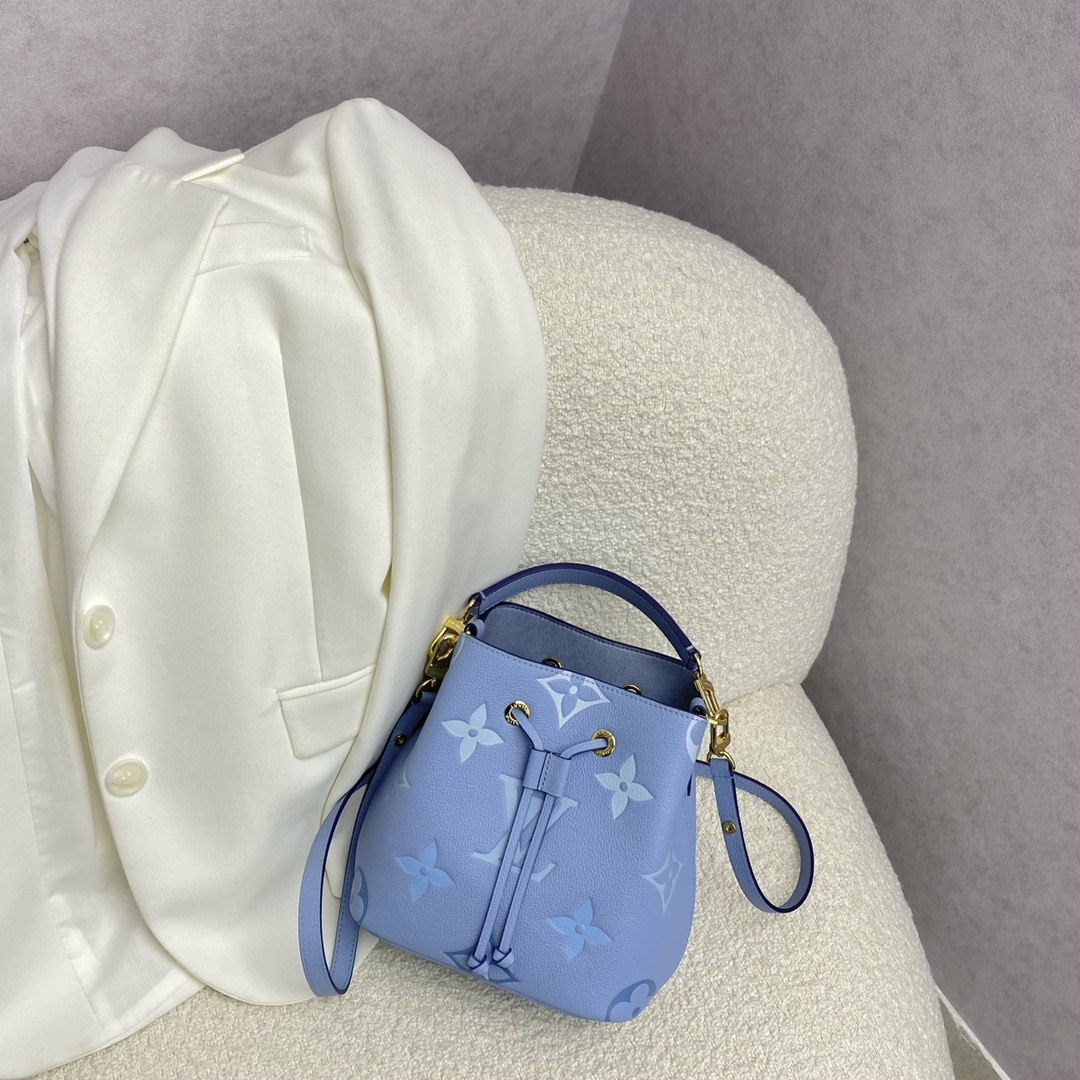 【¥1280】LV夏季限定By the pool系列渐变蓝桶包45716 激发少女心的大作 渐变色鲜艳多彩