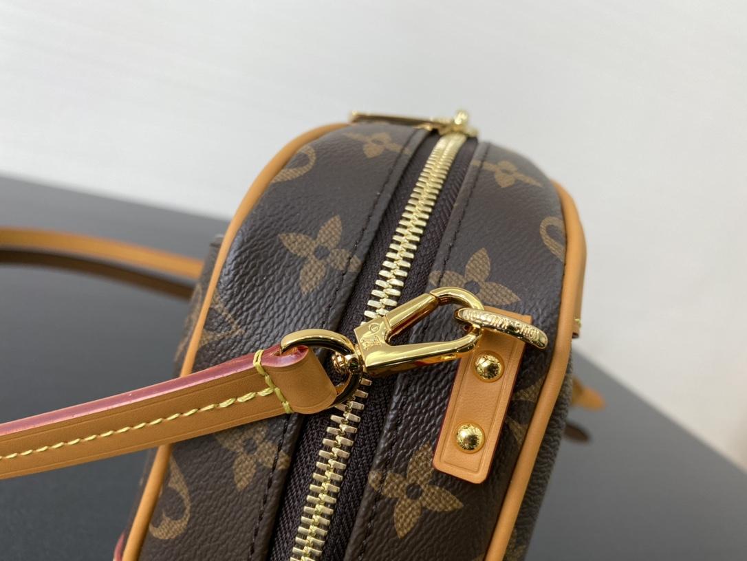【¥900】2020年春夏秀场Mini Luggage相机包45528 既实用又百搭 隽永的Monogram帆布勾勒精巧构型