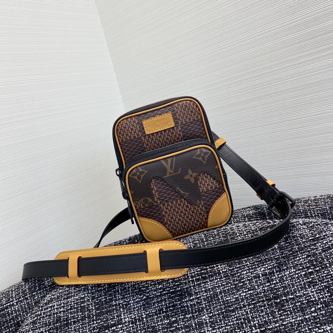 【¥750】NIGO合作系列胸包69540 超大号的棋盘格 经典相机包的版型设计