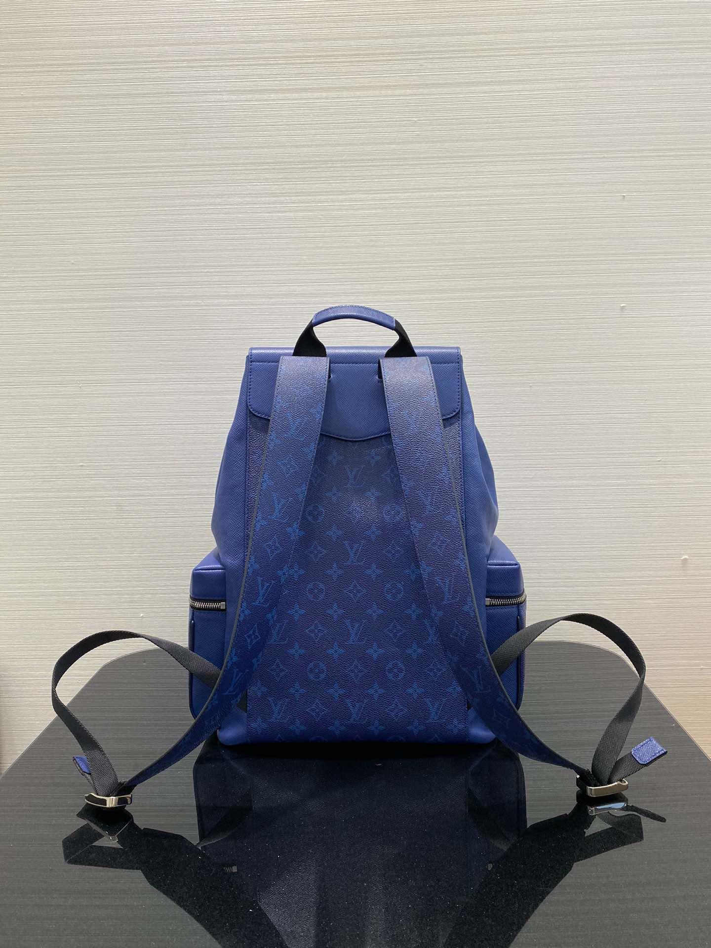 【¥1400】LV最新双肩包30419 旅游必备 低调好看 颜值巨高 实用又有型