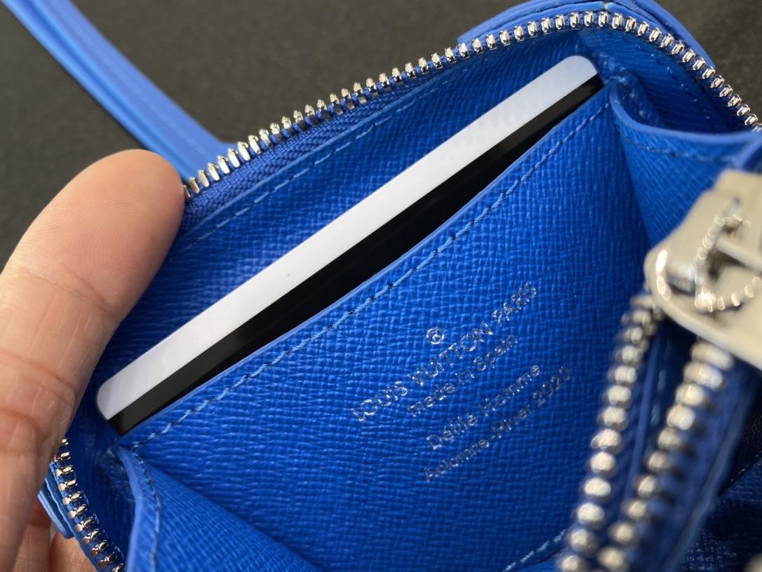 【¥600】LV蓝天白云系列小挂包30415 美出天际的一季 蓝天白云 晴空往里