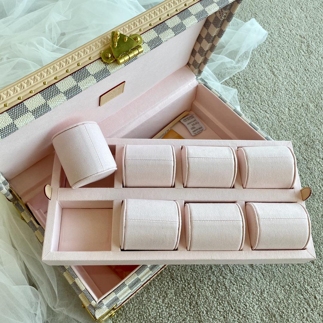 【¥2400】LV白棋盘表盒40664 超实用的表盒 装满表之后的样子更加迷人