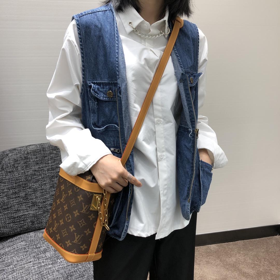 【¥1020】2020年男士春夏系列 薯条包50132 精致复古 经典又带点活力 男女通吃款