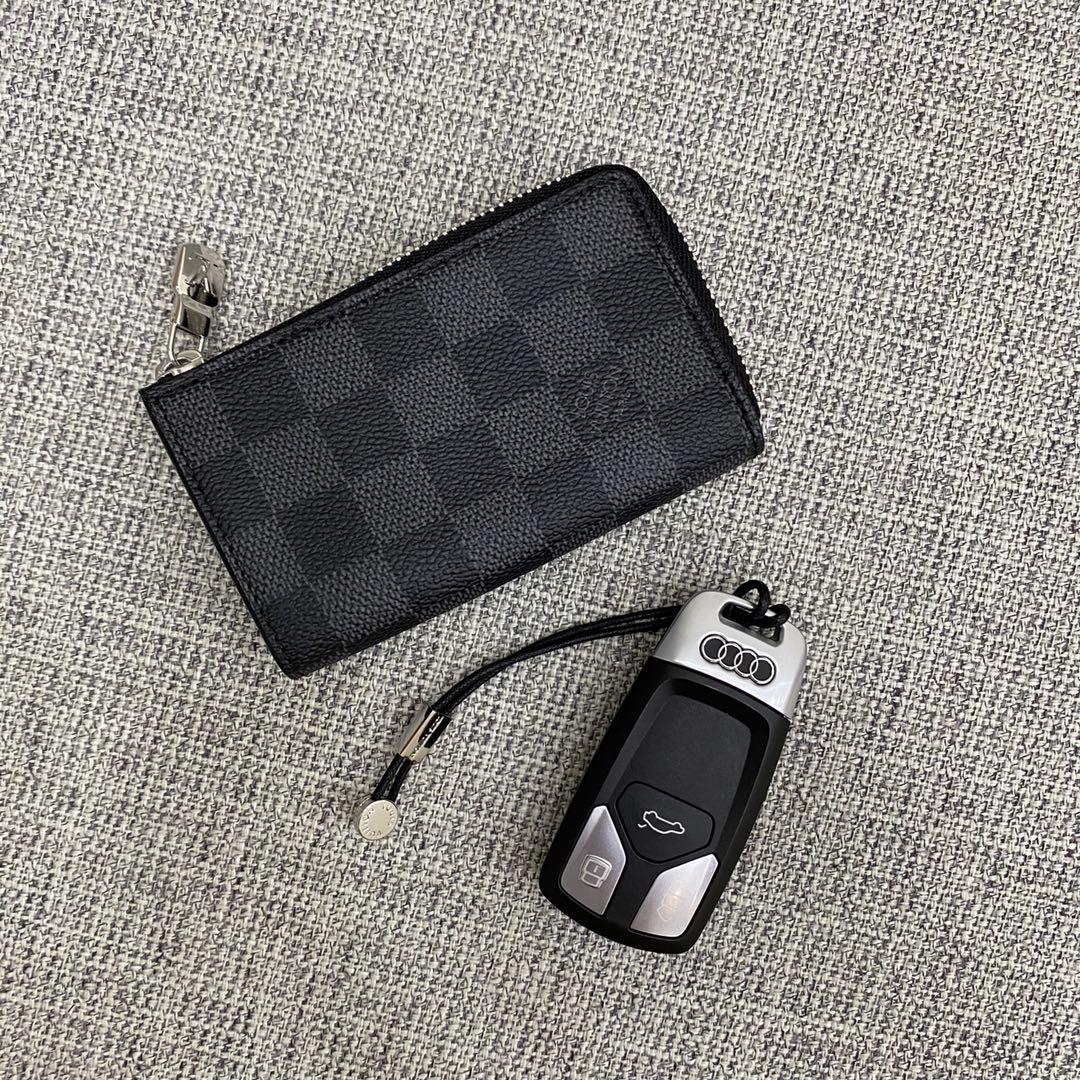 【¥300】LV钥匙包41715 车主们的完美选择 Monogram钥匙包采用摁扣开合