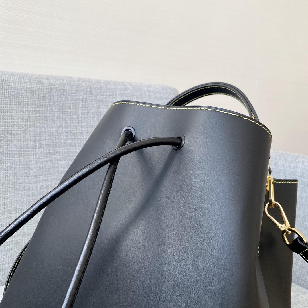 【¥1320】驴家2020水桶包大号44026 进口牛皮 简约低调 纯色设计