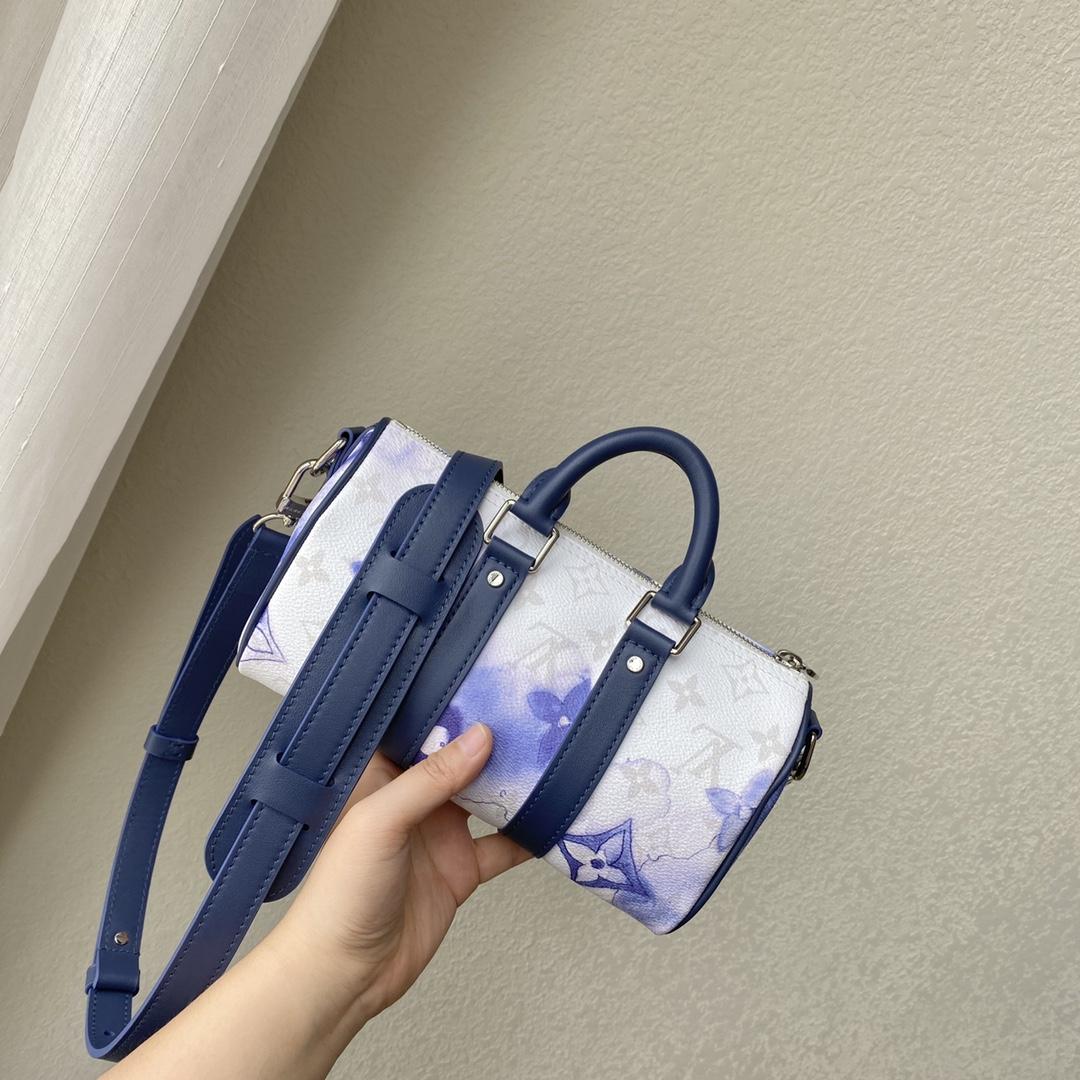 【¥1020】LV最新水彩系列枕头包45761 蓝白配色清澈又治愈