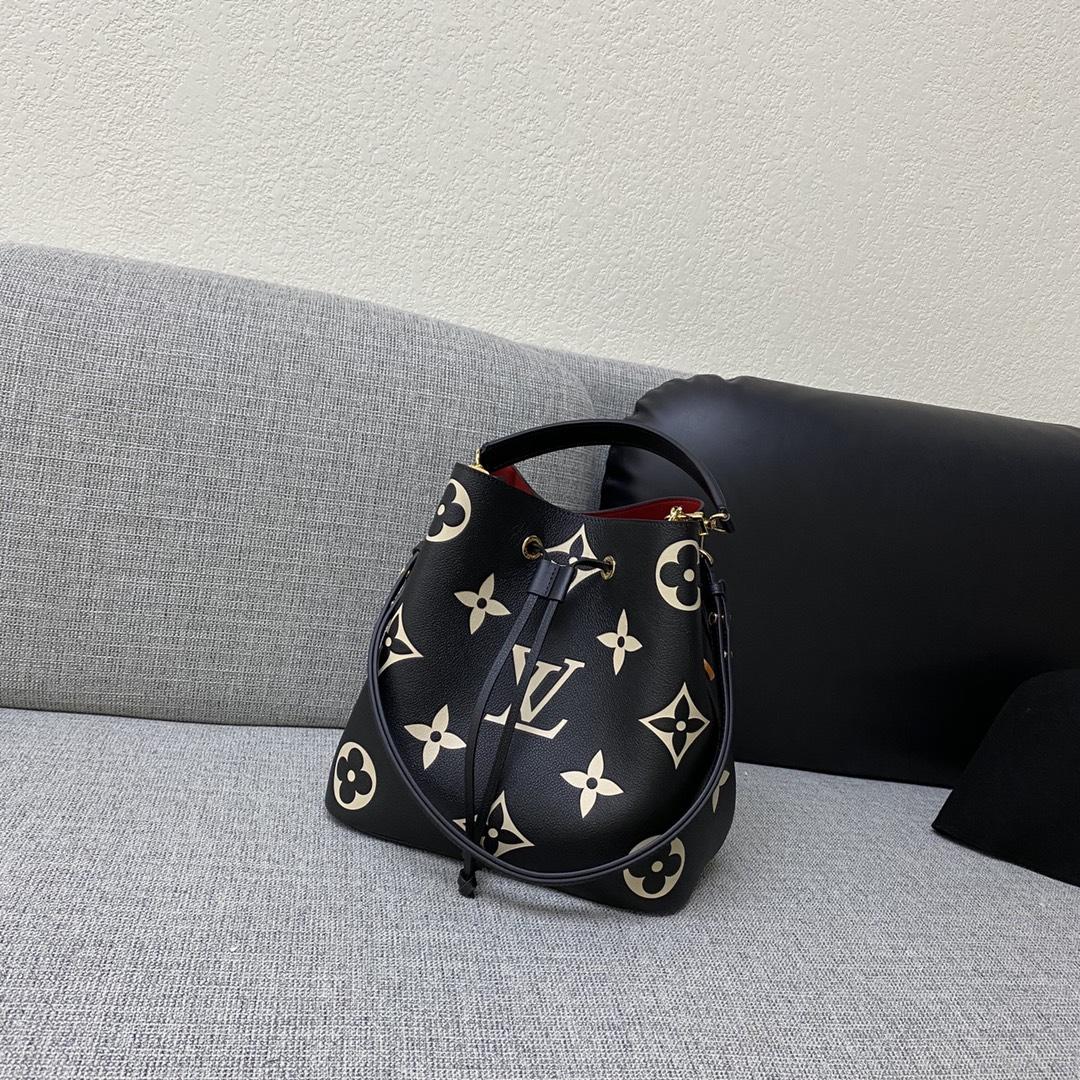 【¥1400】LV压纹皮革水桶包45555 非常实用的款式 肩带可以调节长短