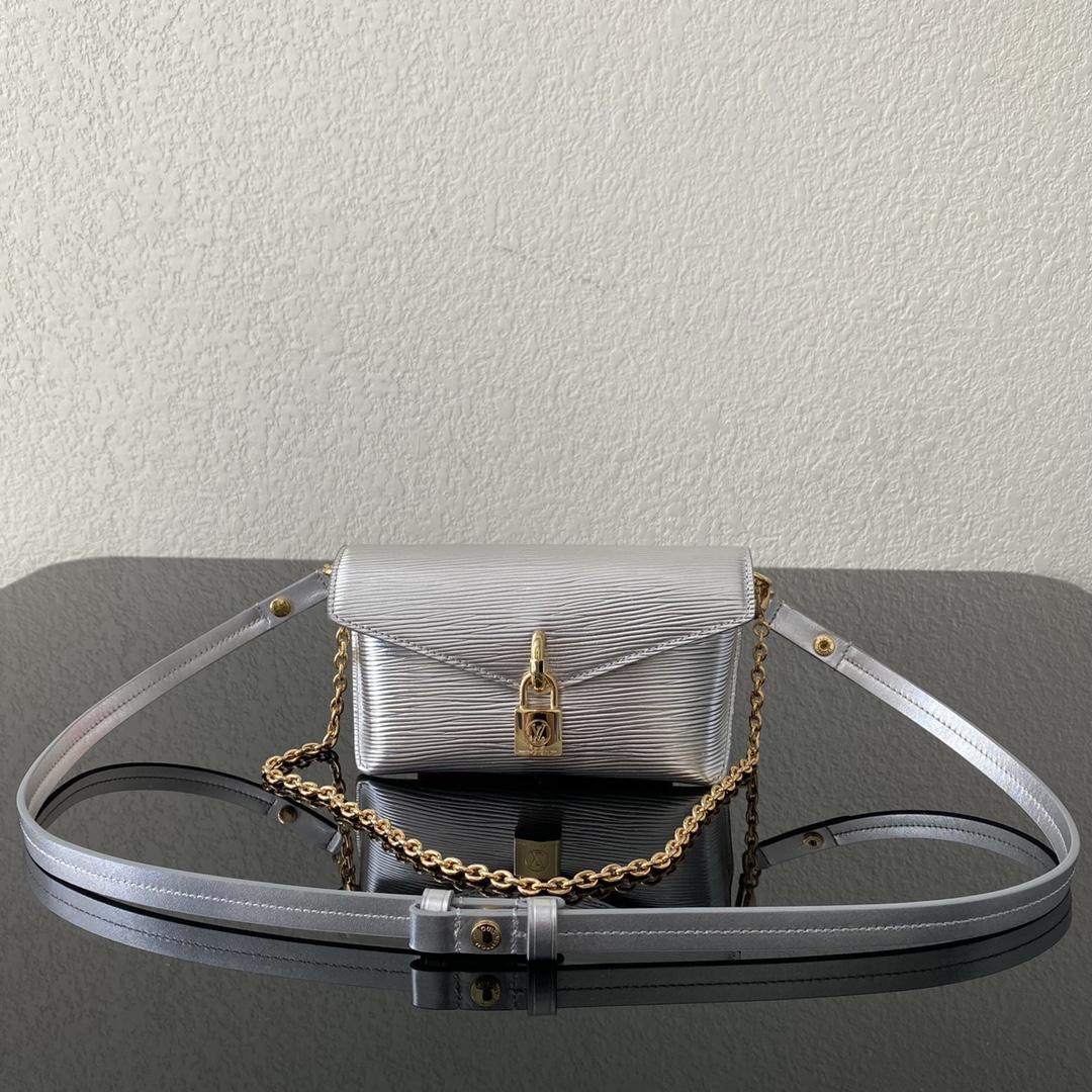 【¥880】LV最新小单品锁头包80763 小巧精致 一包多用 时髦百搭凹造型神器