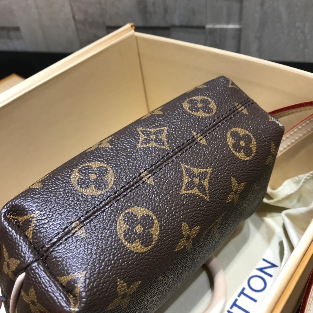 【¥530】中古老花款mini饺子包61253 非常经典 款式特别 绝版的精品