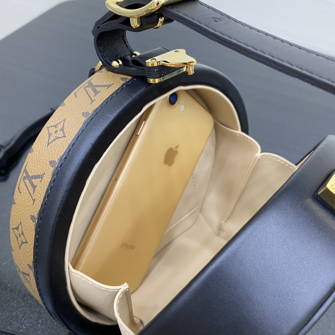 【¥1650】帽箱包[全钢五金] 以帽盒为灵感而来的一款非常独特包款 箱子包买驴家的就对了 可装下唇膏 18×8×16.5cm43516