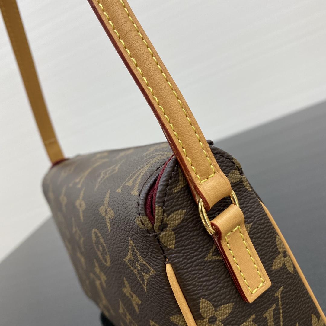 【¥570】【中古老花款】[腋下包] 中古包都是非常经典的包包 21×7.5×13cm41966