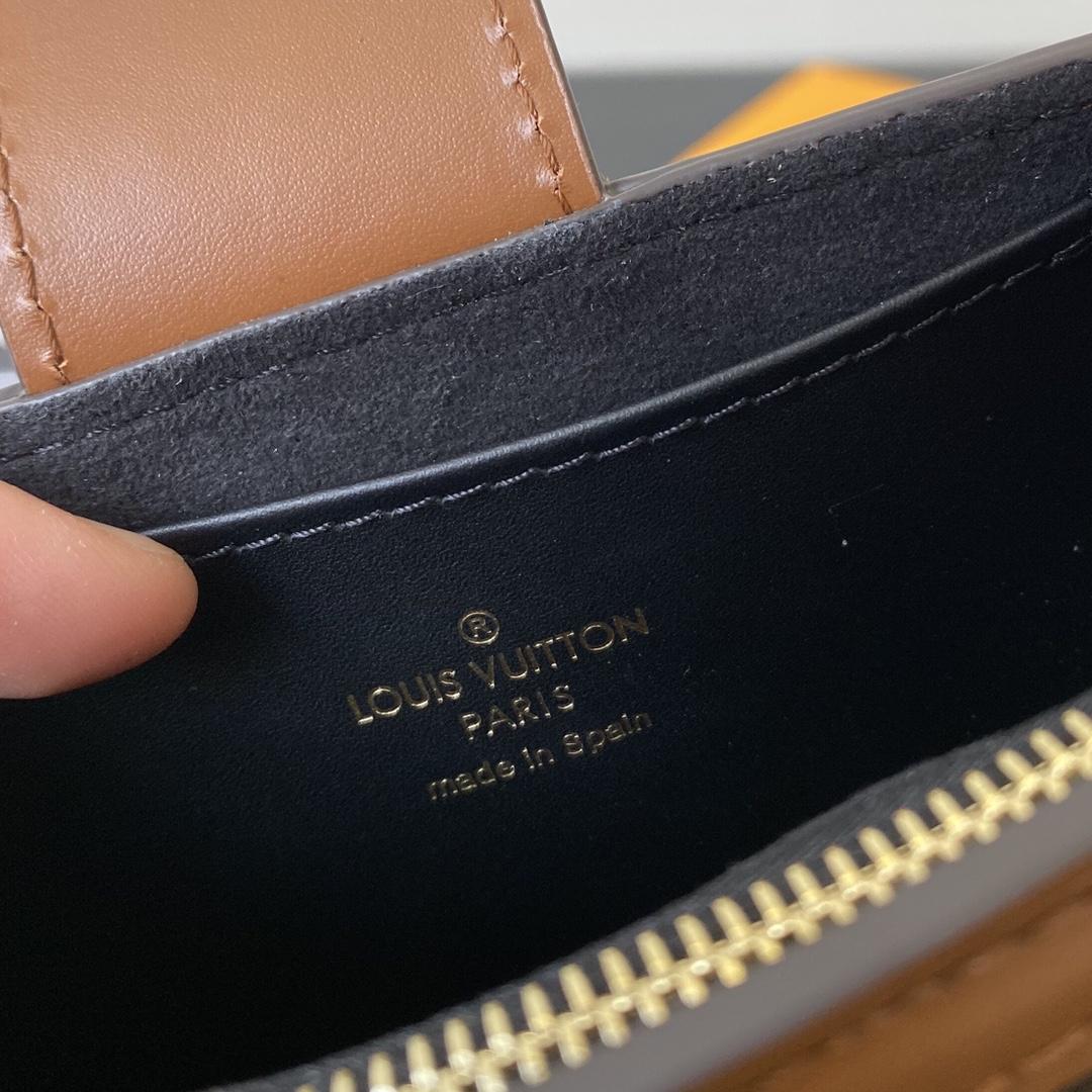 【¥530】【达芙妮零钱包】 超级无敌可爱! 手拿 包挂都好看 现货赶紧来入手  尺寸:12×11×4.5cm44179