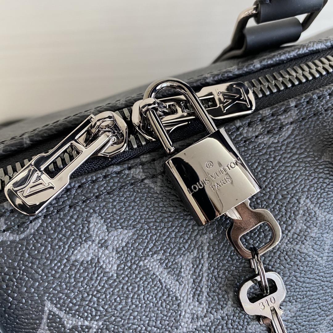 【¥1250】【经典旅行袋】55cm 配色耐脏不娇气,无论是运动出行还是商务旅游都很实用  大号:55×24×31cm 56710/40605