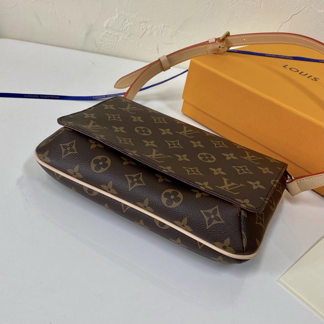 【¥750】【中古老花款】 中古包都是非常经典的包包 26×6×17cm45392 时尚不过时 女士单肩包
